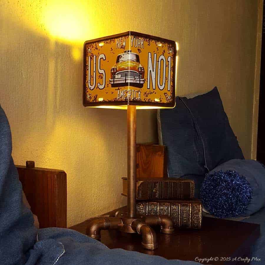 How to make a license plate lamp #licenseplate #repurposed #industrialdecor #DIYHomeDecor