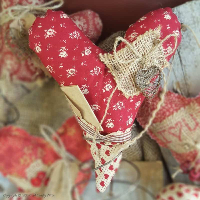 Primitive hearts and bed springs make an awesome Valentine's gift. Quick and easy with tips on adding simple interest and free label printables #FoldArt #ValentinesDay #ACraftyMix #PrimitiveCrafts