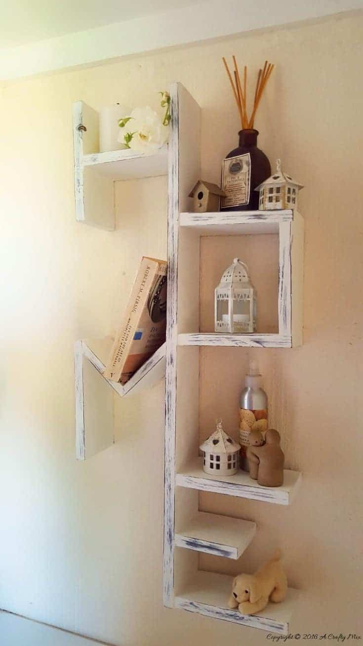 The original HOME Shelf for all those special keepsakes. Full plans and step by step instructions #DIyHomedecor