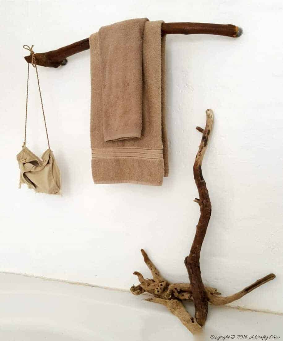 How to make a towel rack from a branch. Quick and Easy Home Decor #DIYHomeDecor #DIYTutorial