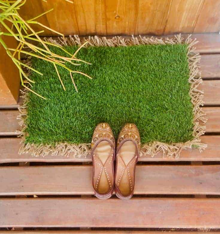 Make your own custom sized AstroTurf doormat in less than 30 minutes. Quick and easy DIY #DIYDoormat #CustomDoorMat #ACRaftyMix #OutdoorDoorMat #AstroTurfDoormat #DoormatTutorial