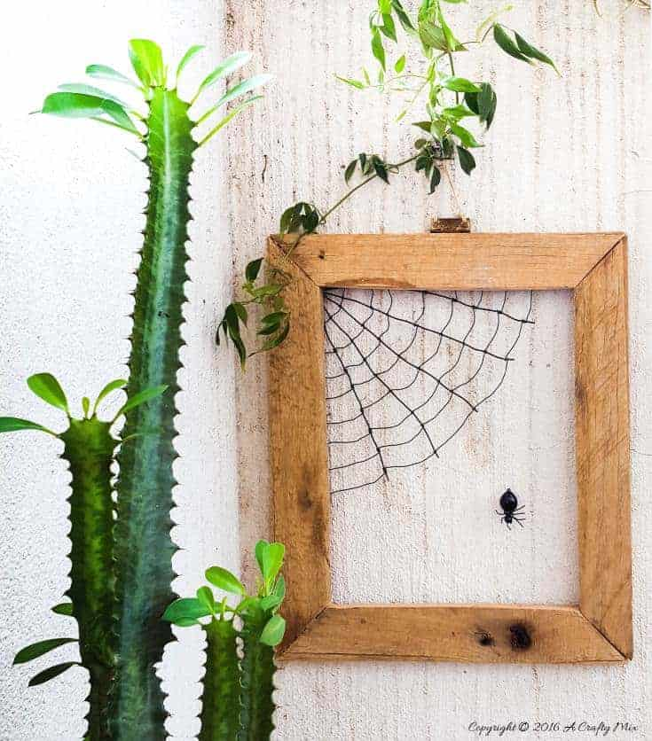 How to make Matilda the spider and her web - an easy wire art tutorial on the blog #WallArt #DIYHomeDecor