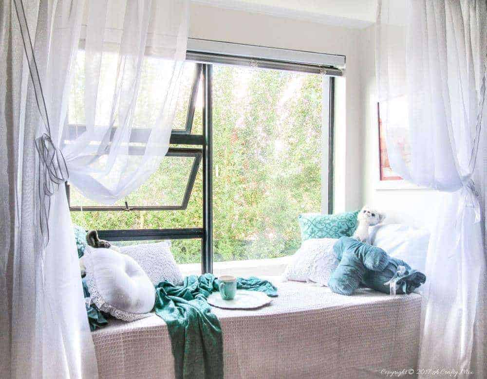 The 8 lessons learnt when building a window seat with storage off site with very little time #DIYHomeDecor #windowseat #girlpower
