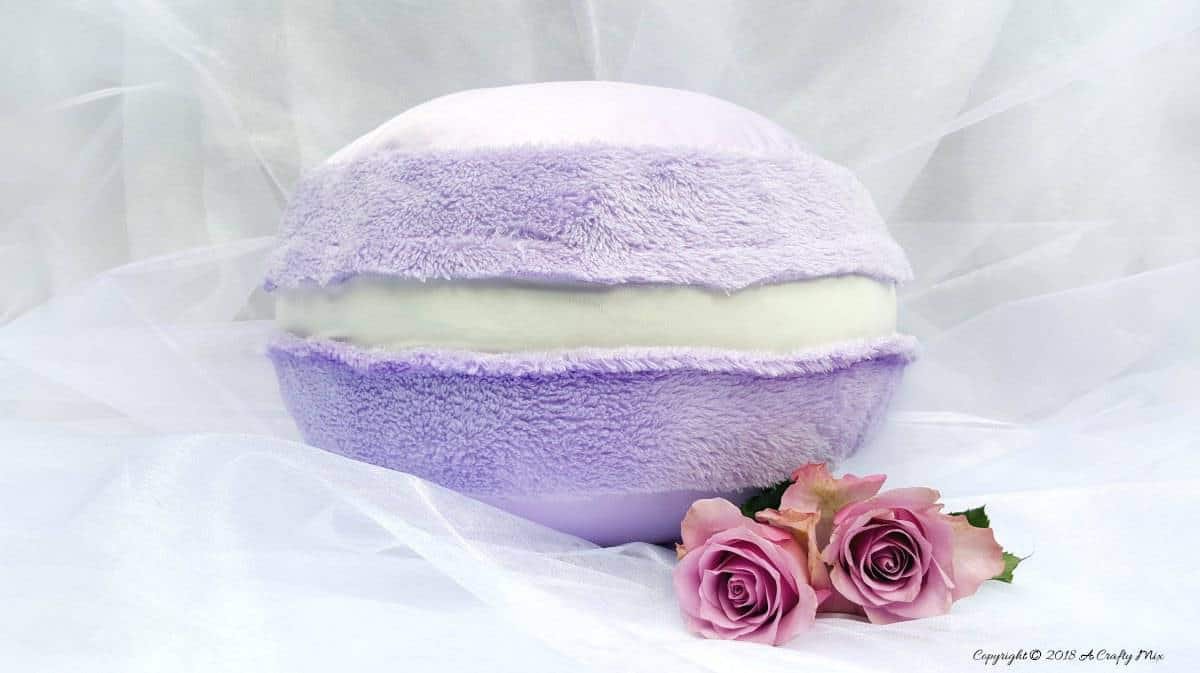 Add a little fun to your decor with this macaron pillow. Quick and easy. A one of a kind pillow with step-by-step tutorial from A Crafty Mix | Make it yourself