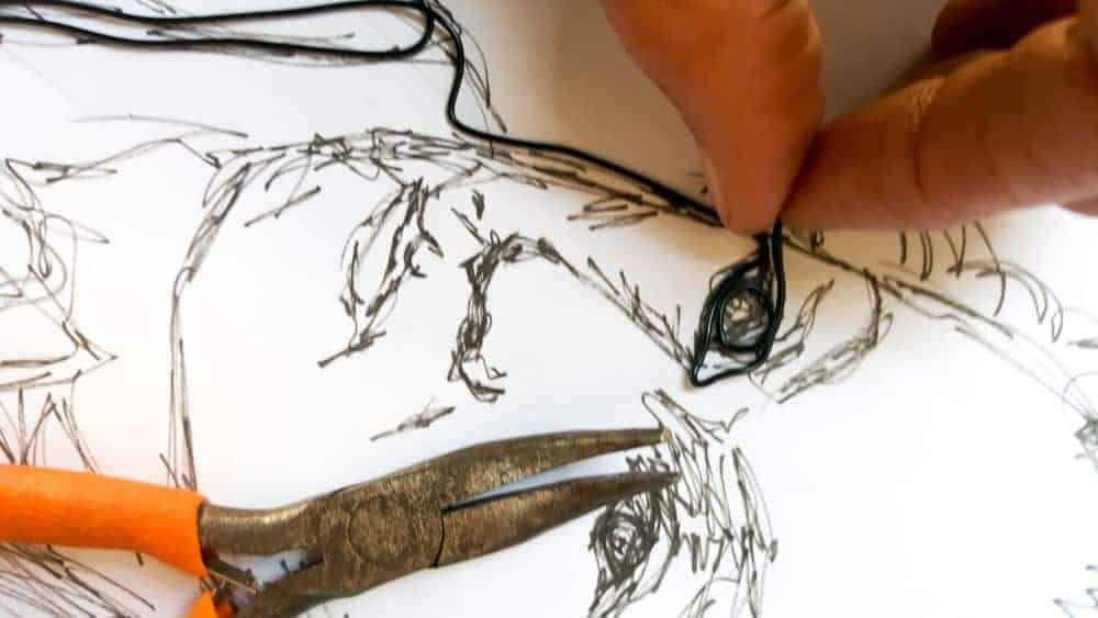 7 Quick Tips for creating wire art, with photos. Have you ever dabbled with wire art? It dates back to 3000 BC and it's such an amazing medium to work with. Easy to shape and you can twist, wrap, braid, coil, weave and even crochet with it. #DIYHomeDecor #arttutorial #wireart