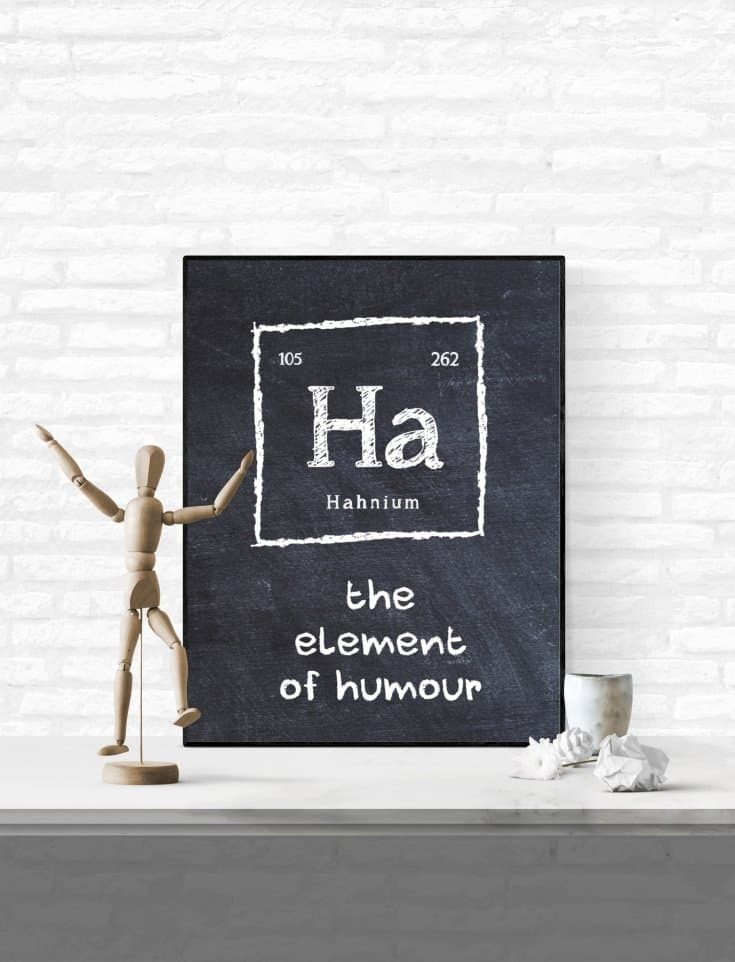6 Free Periodic Table Printables for the geeks and nerds in your life #freeprintable #easydiy #periodictable #nerdgifts #diy #walldecor #Free #printable