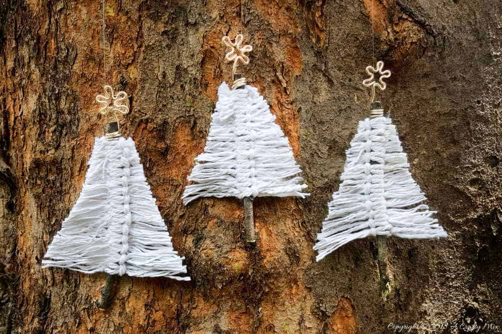 Adorable beginner macrame Christmas trees. Make a few to add to your wall decor #BohoDecor #WallDecor #Macrame #ChristmasTrees #BeginnerTutorial