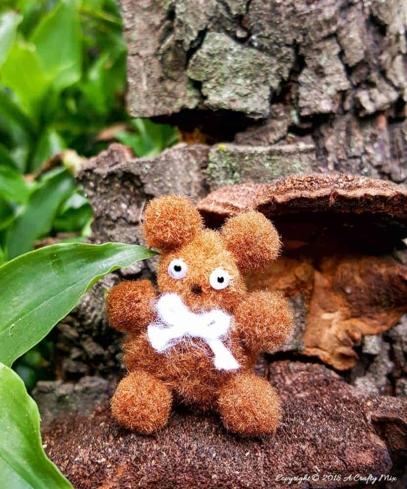 Kid friendly crafts - 5 minute miniature teddy bear. Ideal for fairy gardens, doll house or even just for fun. #Kidscrafts #3minutecrafts #miniatureteddybear #crafttutorial