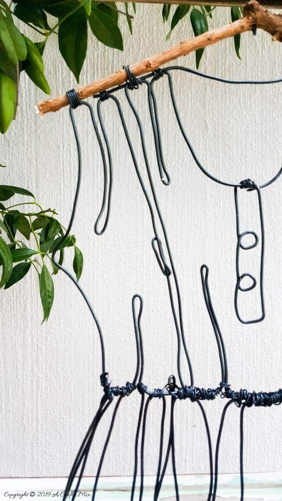Bending the wire around tight corners and making buttons #WireArt #DIYTutorial #WallDecor