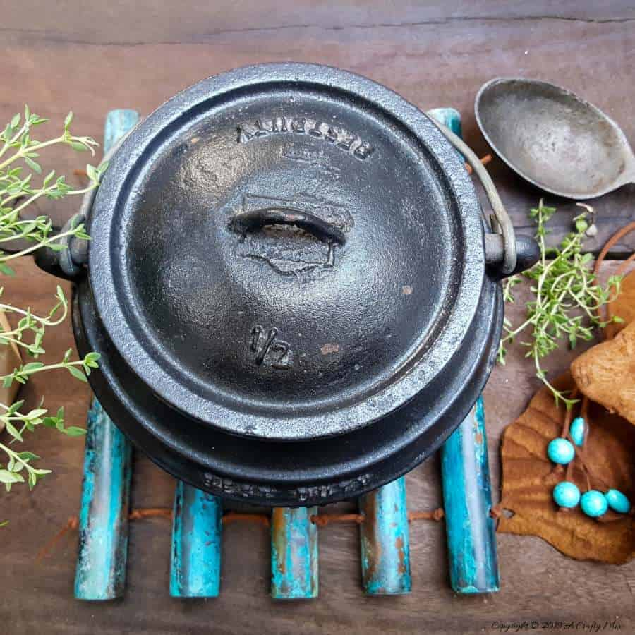 Add some rustic goodness to your kitchen with this easy DIY leather and patina copper trivet. Step-by-step tutorial with lots of photos! Includes instructions on how to patina copper with common household items. #coppertrivet #rustictrivet @copperpatinaDIY