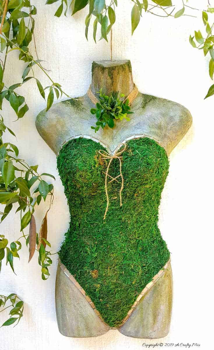 How to repurpose a plastic mannequin and turn it into unique garden art. The tutorial includes how to create a faux concrete effect with craft paint. Love how the finished product turned out. #Fauxconcrete #painteffects #mossmannequin #DIYTutorial #mosseffects #gardenart #acraftymix #recyclegardenart