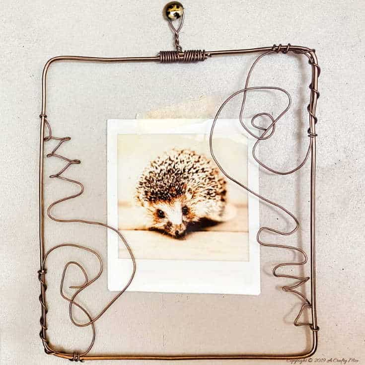 Display your polaroid photos in this DIY wire picture frame. Step-by-step tutorial! #pictureframesDIY #wirepictureframe #pictureframes #gallerywall #creativepictureframes #polaroid #Fujifilm #Instax