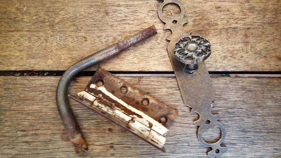 A collection of rusty metal bits to add to the birdhouse #rusticbirdhouse #DIYbirdhouse #paintedbirdhouse #acraftymix #birdhouseideas #uniquebirdhouse
