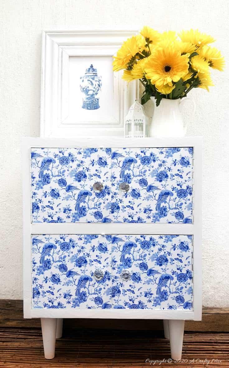 A gorgeous Chinioserie vinyl tile makeover that's easy to do and even easier to change #ChinoiserieDecor #VinylTile #EasyMakeOver #HomeDecorDIY #chinoiserietiles #ACraftyMix #blueandwhitedecor #chinoiseriechic #VinylTileDecor #DIYTutorial