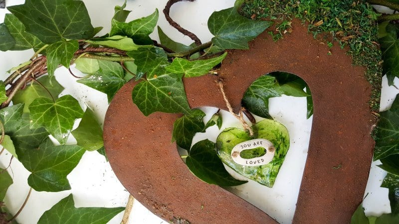 Prep the ivy and add it around the heart