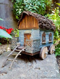 Re-purpose a Lunch Box and Make a Gypsy Caravan