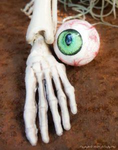 DIY Easy Realistic Eyeballs for Halloween